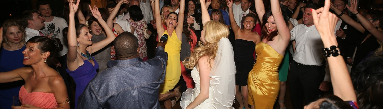 Ihr Hochzeits DJ sorgt für ausgelassene Party
