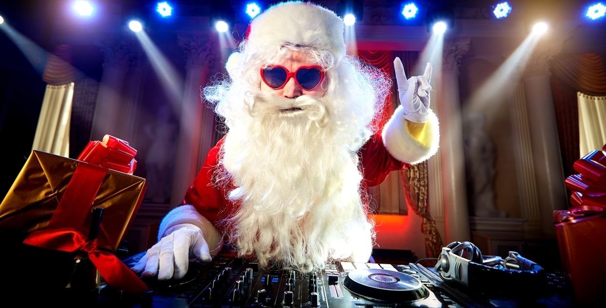 Weihnachtsmann als DJ