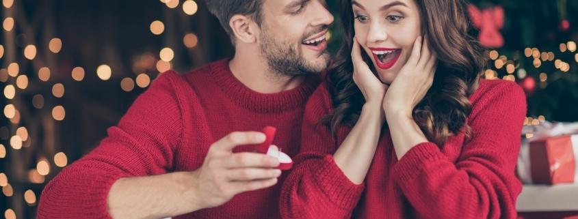 Verlobung unterm Weihnachtsbaum